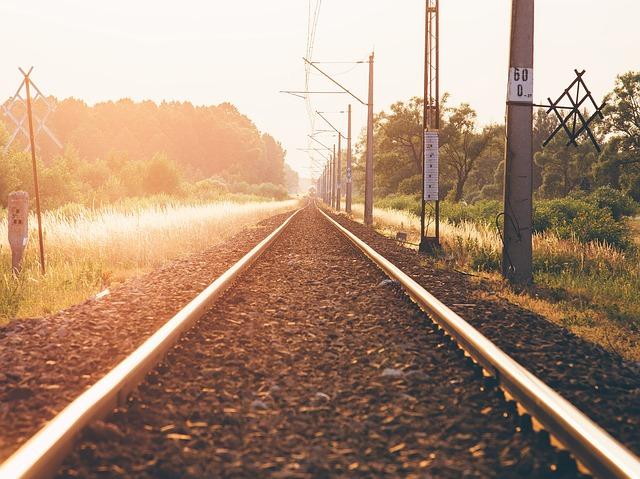 train-tracks-924693_640