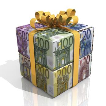Geschenk aus verschiedenen Geldscheinen